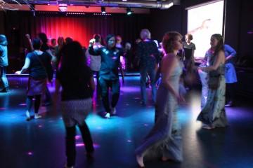 Dansen op blote voeten Dancing barefoot